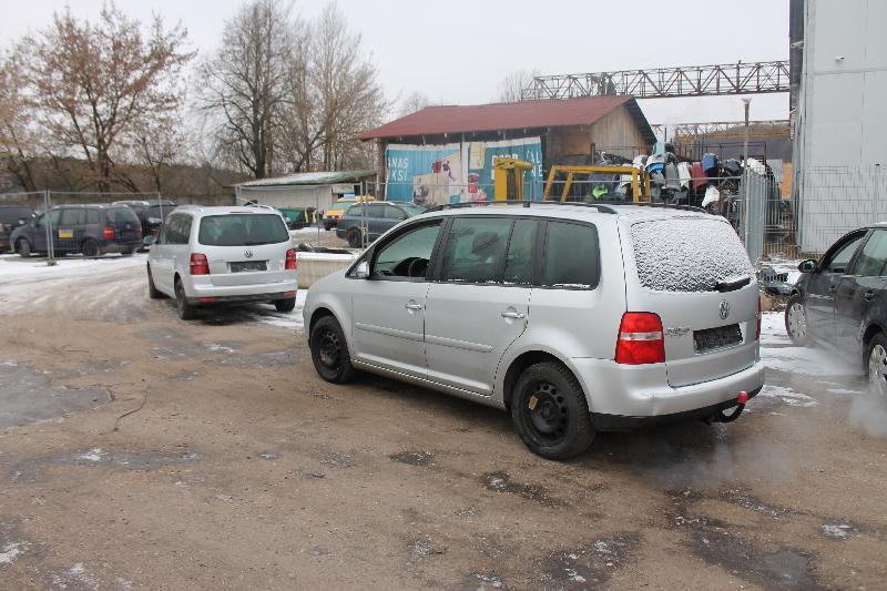 VW TOURAN (1T1, 1T2) Galinio bamperio vidurinis laikiklis 1T0807863 3013166