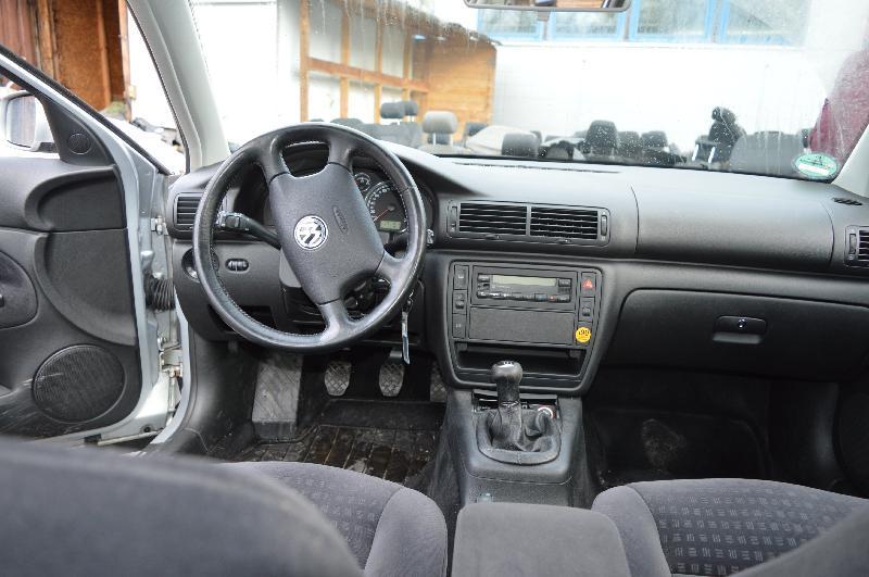 VW PASSAT Variant (3B6) Galinio bamperio vidurinis laikiklis 3B9807863B 3035627