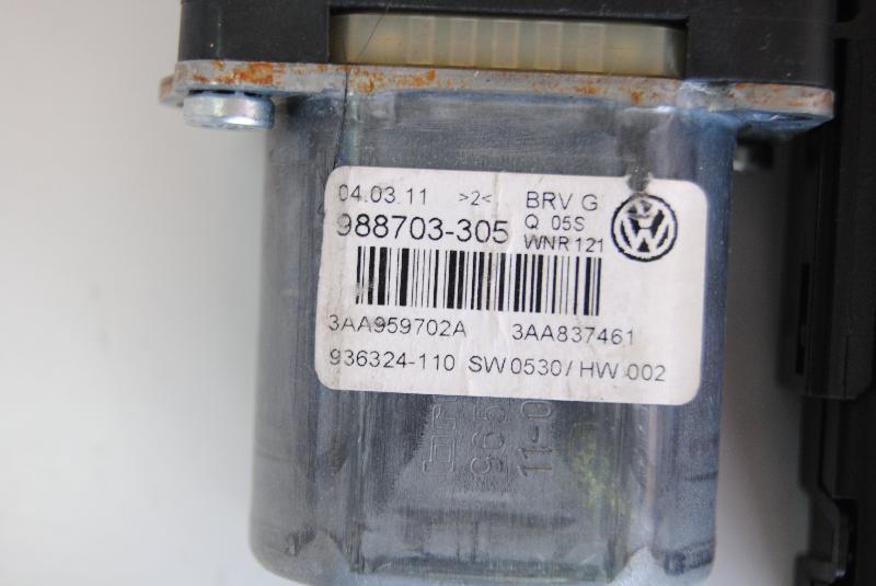 VW PASSAT Variant (365, B7) Priekinių kairių durų stiklo pakelėjo varikliukas 988703-305 1523002
