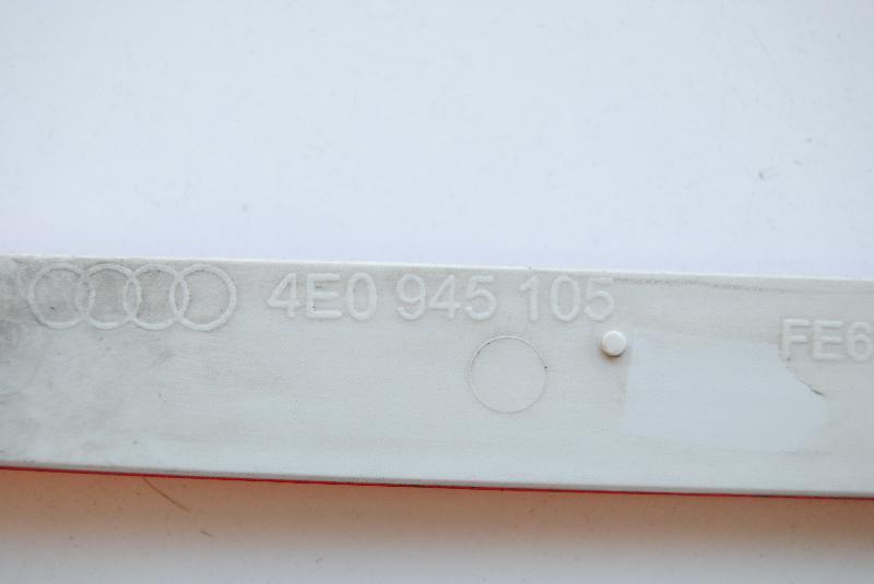 AUDI A8 (4E, D3) Galinio bamperio Kairės pusės atšvaitas 4E0945105 1766989