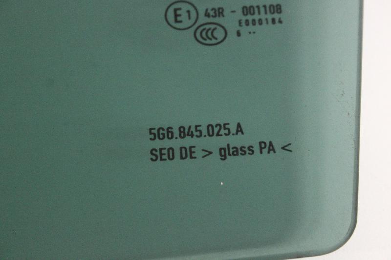 VW GOLF VII (5G1, BE1) Galinių kairių durų stiklas 5G6845025A 2733496