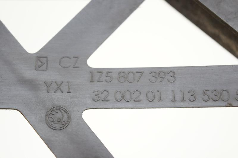 SKODA OCTAVIA (1Z3) Galinio bamperio kairys laikiklis 1Z5807393 2787311