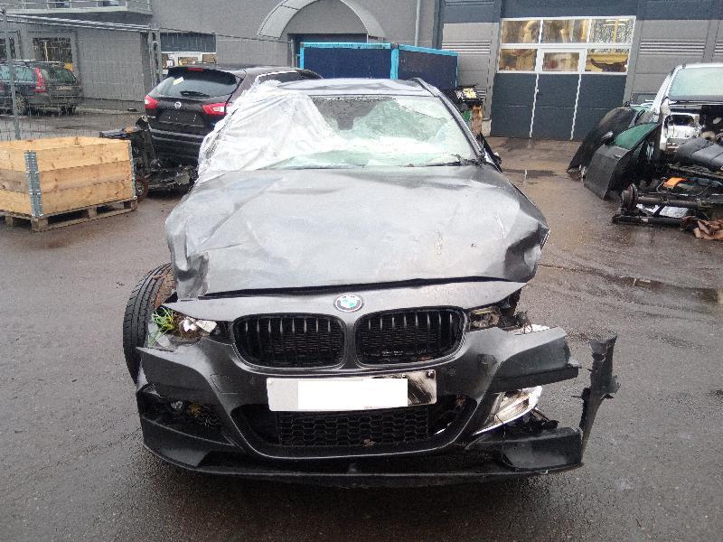 BMW 3 Touring (F31) Priekinio bamperio buksiravimo kilpos dangtelis 54228911 8067874 4841857