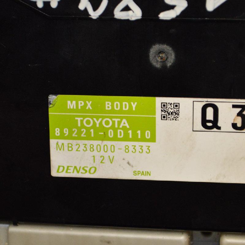 TOYOTA YARIS (_P13_) Komforto blokas 89221-0D110 1691125