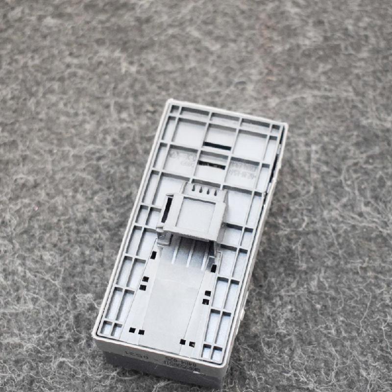 AUDI A4 (8K2, B8) Priekiniai kairės pusės durų langų pakėlimo mygtukai 8K0959851F 3168592