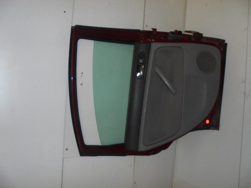 VW PASSAT (3B3) Galinės kairės durys 3896555