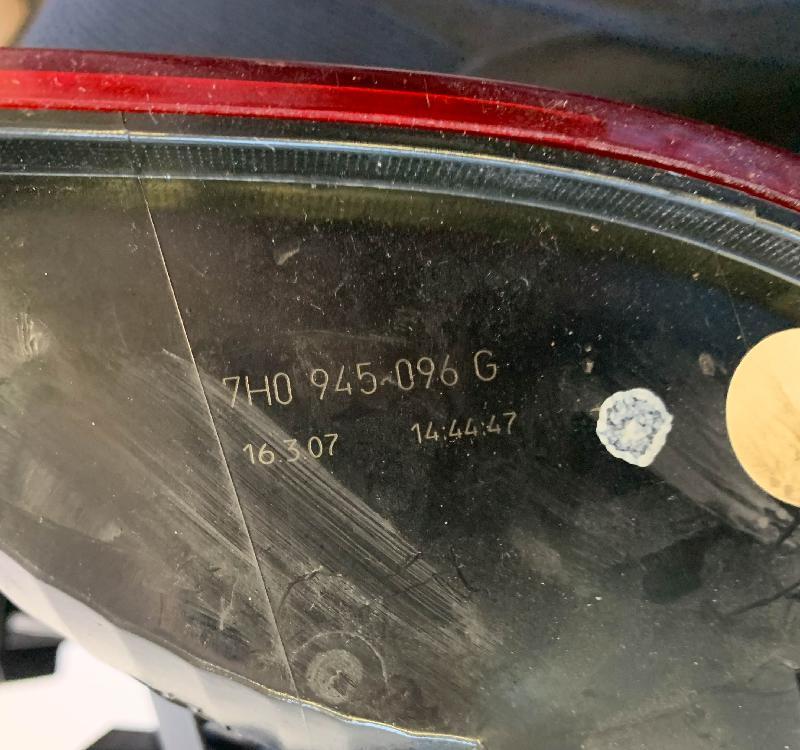 VW MULTIVAN V (7HM, 7HN, 7HF, 7EF, 7EM, 7EN, T5) Galinis dešinys žibintas 7H0945096G 4298776