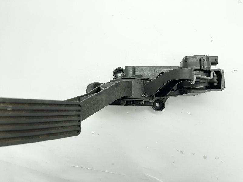 MERCEDES-BENZ B-CLASS (W245) Akseleratoriaus pedalas A1693000204 91754020 4925546