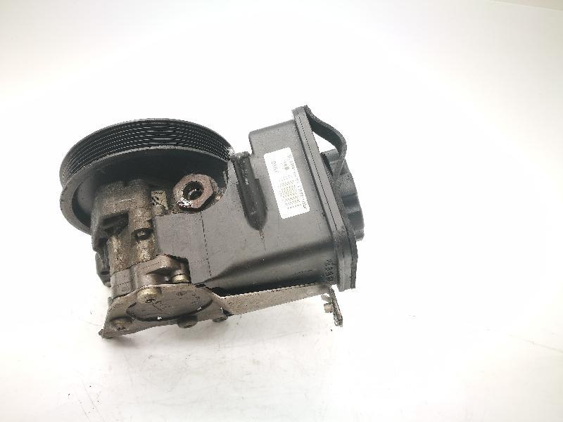 BMW 5 (E60) Vairo stiprintuvo siurblys 7693974 2489115