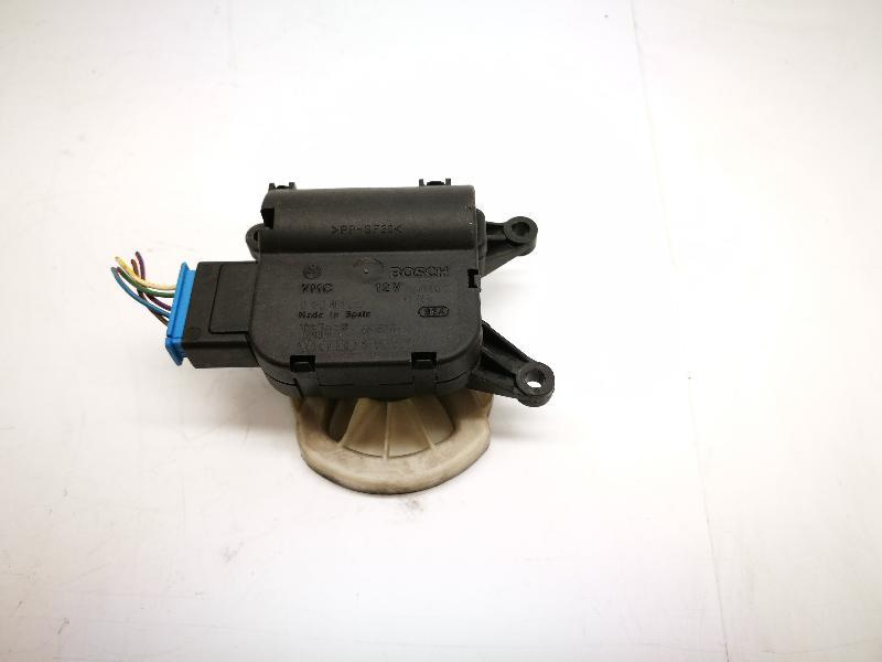 AUDI A4 Avant (8ED, B7) Salono pečiuko valdymo vožtuvai 8E1820511C 4063229